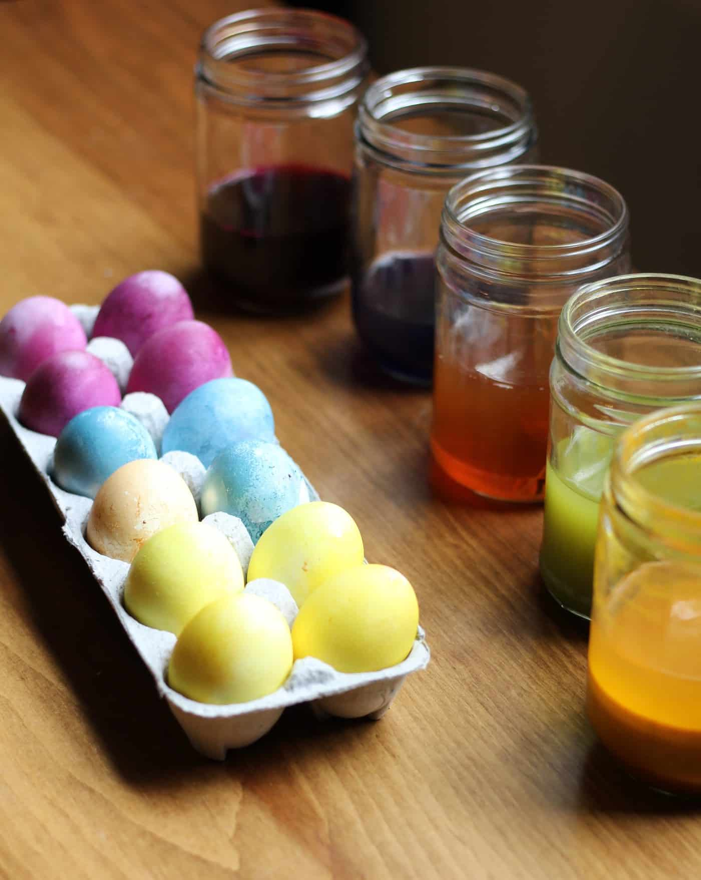How To: Naturally Dyed Easter Eggs